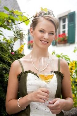 Weinkönigin Franziska Borchert 2012- 2014 in Ediger Eller